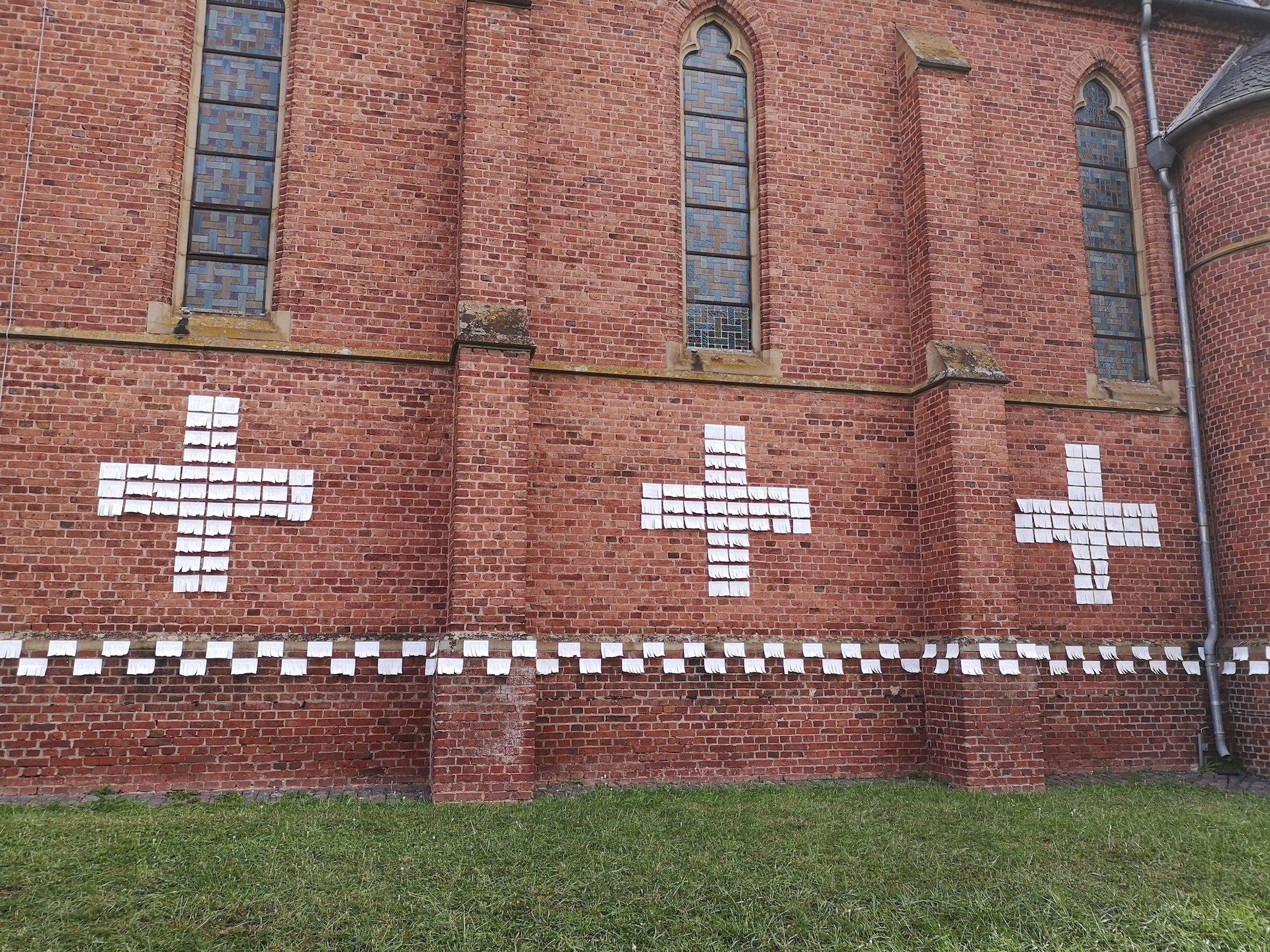 Kreuz und Buch - nach dem ersten Regen